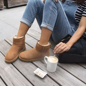From $66.75UGG Classic Sale @ The Walking Company