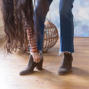 Up to 40% OffSelect Boots @ Madewell