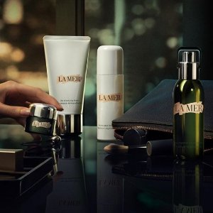Enjoy your choice of 2 deluxe sampleswith Any Purchase @ La Mer