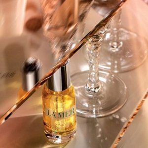 Enjoy an exclusive sample offer of The Renewal Oilwith any purchase