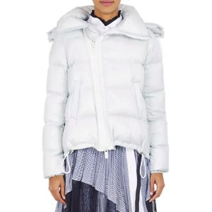 $346.25 (原价 $1385)史低价:Sacai 带帽女士羽绒服 独特剪裁