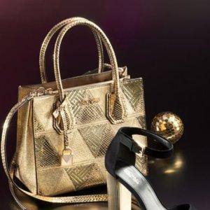 Up to 60% OffSelect MICHAEL Michael Kors Handbags @ macys.com
