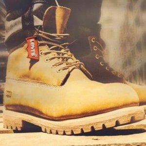 $37Levi's Men's Harrison R Boots