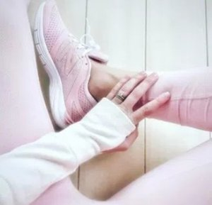 15% OffPink Sneakers @ New Balance