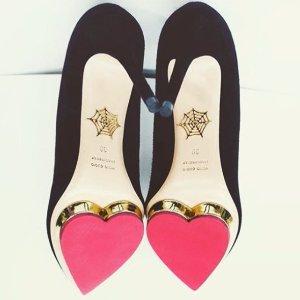 低至2.5折 收敲可爱猫咪鞋折扣升级:SSENSE 精选Charlotte Olympia女士美鞋、美包热卖