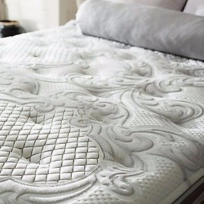 Up to $700 Off + Extra Up to $25 OffLabor Day Sale @ US-Mattress
