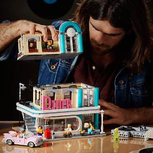 $169.99 赠好礼LEGO 每年元旦推的街景新品2018年 Downtown Diner 10260